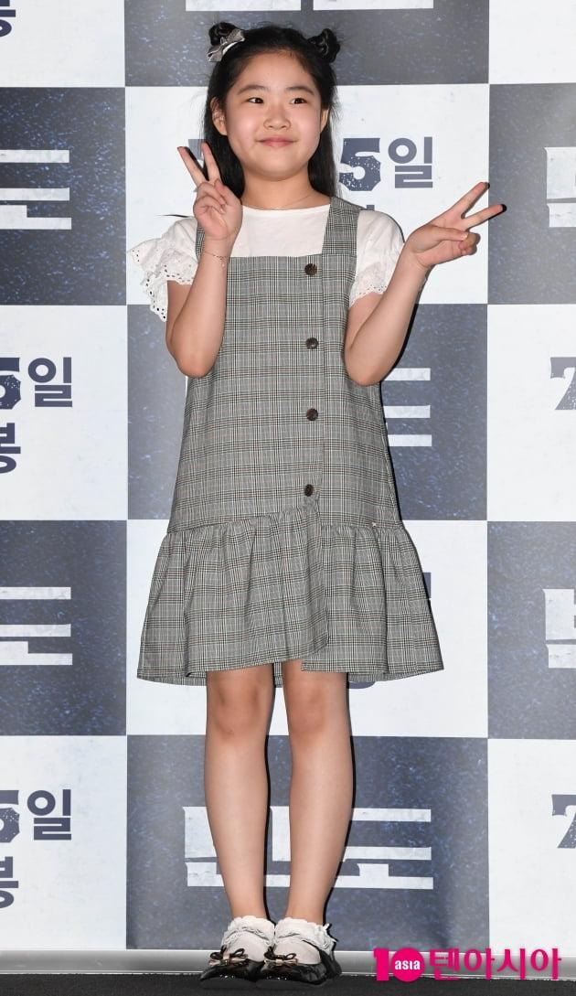 [TEN 포토] '반도' 이예원 '포토타임도 깜찍하게~'