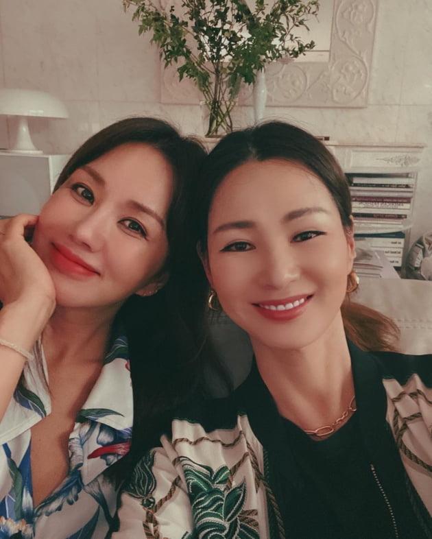배우 엄정화(왼쪽), 모델 이소라/ 사진=인스타그램
