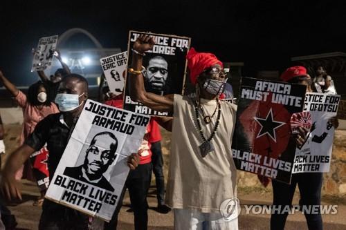 """가나, 인종차별에 지친 미국 흑인들에 """"고향으로 오세요"""""""