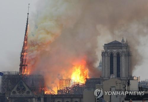 화재로 무너진 노트르담 첨탑, 원형 그대로 복원한다