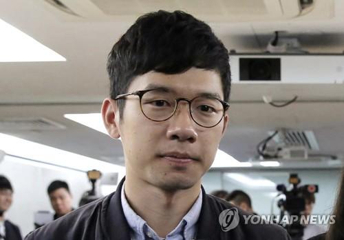 """홍콩 탈출한 민주화 인사 네이선 로 """"목적지는 런던"""""""