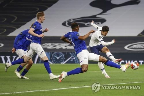 '동료와 경기 중 충돌' 손흥민, EPL 재개 4경기째 득점포 침묵(종합)