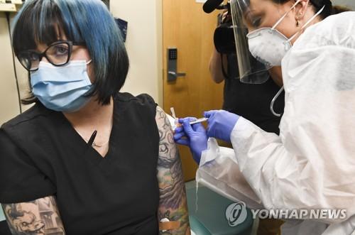 '연내 목표' 백신, 최종문턱 남았다…모더나·화이자, 3상 돌입