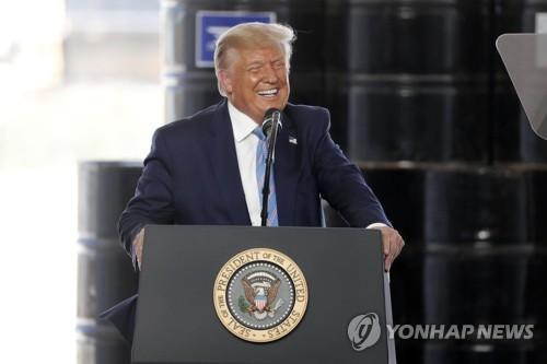 트럼프, '우편투표 사기' 주장하며 대선 연기 가능성 전격 거론