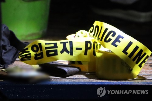 술 취한 10대 소녀 PC방서 묻지마 흉기 난동…손님 등 3명 다쳐(종합)