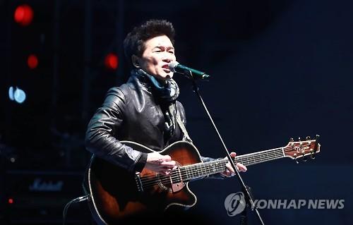 """안치환 """"진보의 힘은 누굴 위한 것인가""""…신곡 '아이러니'"""