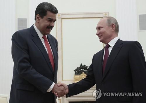 """영국, 베네수엘라 마두로 금 인출요청에 """"대통령은 과이도"""" 판결"""