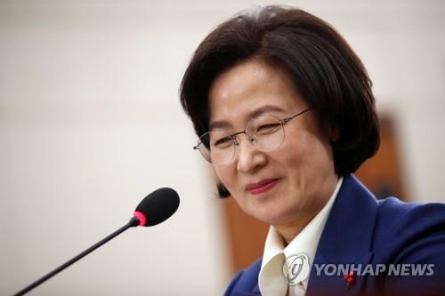 """추미애 '펑펑 울었다' 논란에 """"신군부 임용장 받으러 안 가"""""""
