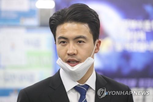 오영환 확진자 접촉에 국회 비상…본회의 시간도 연기(종합)