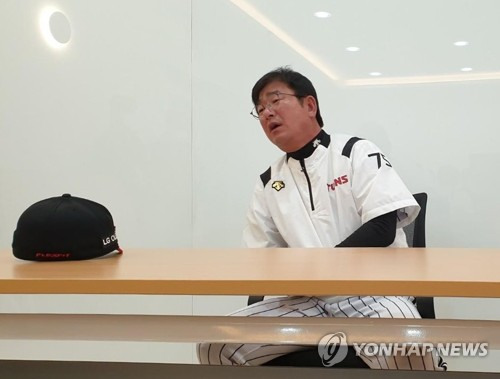 """류중일 LG 감독 """"앞선 상황에선 선발 투수 안 바꿔…내 지론"""""""
