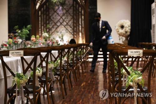 '확진자 3명 잇따라 결혼식 참석' 광주 결혼식장 비상(종합)