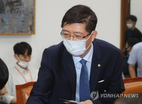 김홍걸, 국립묘지 안장 친일행위자 이장 추진