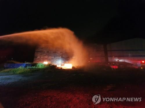 군산 폐기물 창고 화재 7일 만에 진화…7억원 피해