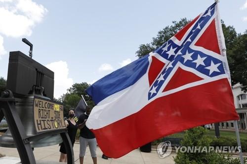 미국 미시시피 주지사, 남부연합기 제거 법안 서명