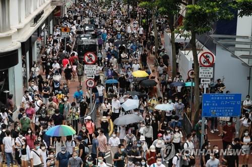 홍콩보안법위반 첫사례는 '홍콩독립' 깃발 소지자…180여명 체포(종합2보)