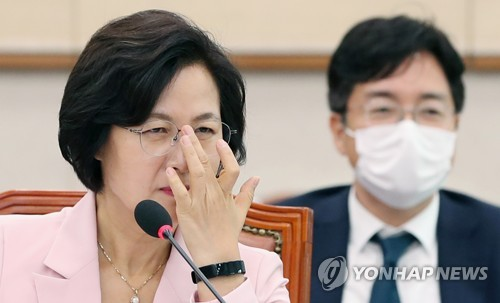 """추미애 """"윤석열 더 지켜보기 어렵다면 결단할 것"""""""