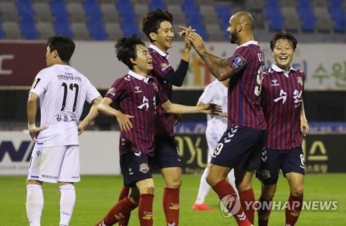 수원FC, 승부차기 끝에 인천 제압…FA컵 16강행