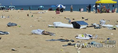 개장도 안했는데…동해안 일부 해수욕장 쓰레기 몸살