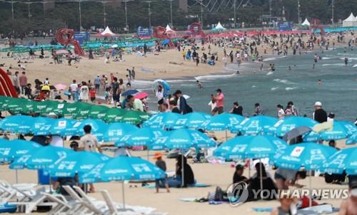 해운대 해수욕장서 마스크 미착용…최대 300만원 벌금 부과
