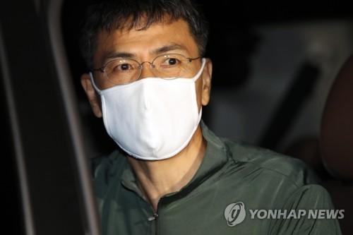 """정치권 조문행렬…안희정, 눈물 떨구며 """"미안합니다""""(종합)"""