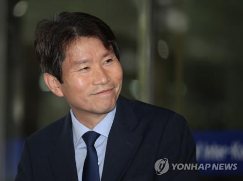 """이인영 """"대북전단 반드시 중단…인도물자 물물교환 방식 병행"""""""