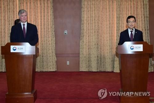 """[3보] 비건 """"한반도 평화 논의…올해 한국과 진전 만들기 기대"""""""