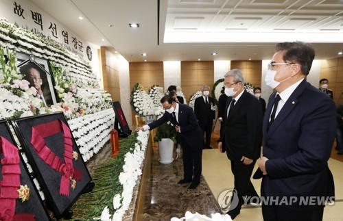 백선엽 빈소 이틀째 정치권 추모행렬…노영민·김종인 조문