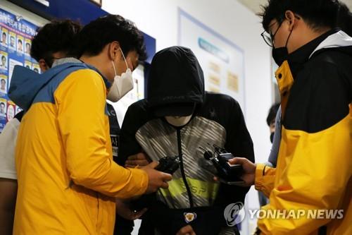 """경주시 트라이애슬론 '팀닥터' """"죄송합니다""""…영장심사 출석(종합)"""