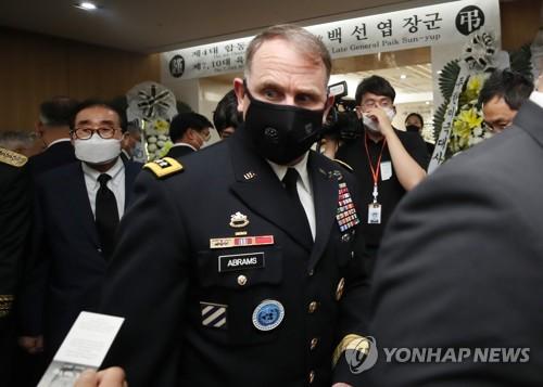 백선엽 빈소 추모행렬…합참의장·주한미군 사령관 '합동 조문'