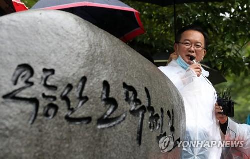 """'노무현길' 찾은 김부겸 """"노무현 정신으로 당 도약시킬 것"""""""