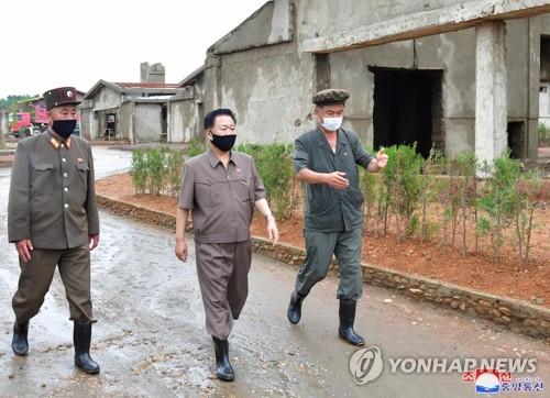 북한 최룡해, '탈북민 월북' 개성시 코로나19 긴급점검