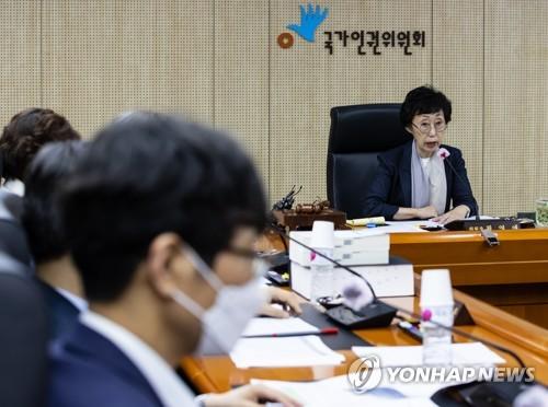 '진상조사' 공 넘겨받은 인권위…'박원순 의혹' 규명 가능할까