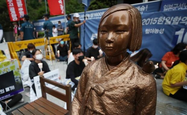 서울 종로구는 이날 오전 0시부터 감염병 위기경보 '심각' 단계가 해제될 때까지 종로구 중학동 일본대사관 일대 집회·시위 등 집합행위를 금지했다.사진=연합뉴스