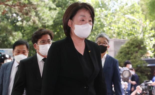 심상정 대표가 10일 서울대병원 장례식장에 마련된 고 박원순 시장 빈소를 찾아 조문했다. / 사진=연합뉴스