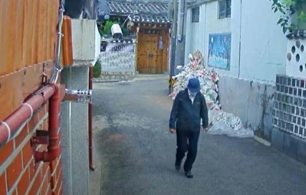 지난 9일 박원순 전 시장이 공관을 나서는 모습이 CCTV에 포착됐다. / 사진=SBS 8시 뉴스 제공