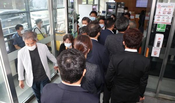 줄을 잇는 조문 행렬. 사진=연합뉴스