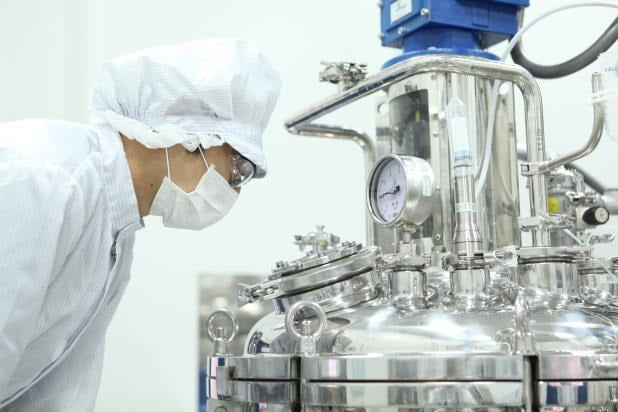 GC녹십자는 코로나19 혈장치료제 'GC5131A'의 임상시험용 제품을 생산하기 시작했다고 지난 20일 밝혔다.사진=연합뉴스