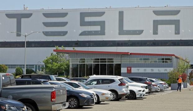 캘리포니아주 프리먼트에 있는 테슬라 생산공장. 테슬라는 신규 공장을 텍사스 오스틴에 짓겠다고 발표했다. AP연합뉴스
