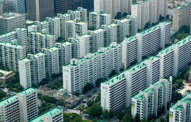 정부가 지난 10일 22번째 대책을 내놓으면서 임대주택제도를 사실상 폐지하겠다고 밝혔다. 서울 시내 아파트 전경. (사진=뉴스1)