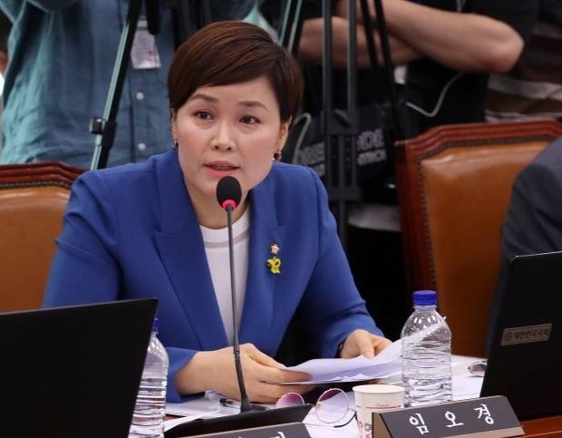 임오경 더불어민주당 의원이 22일 서울 여의도 국회에서 열린 철인 3종경기 선수 가혹행위 및 체육분야 인권침해에 대한 청문회에서 질의를 하고 있다. /사진=뉴스1