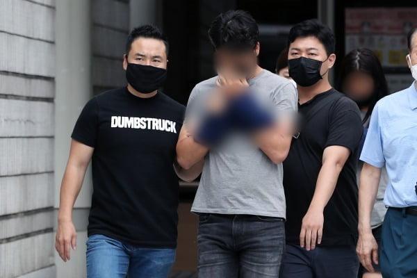 서울 관악구 빌라에서 시신으로 발견된 생후 2개월 추정 영아의 친모와 동거인에게 살인죄가 적용됐다. 이들은 지난달 31일 검찰에 기소의견으로 송치됐다. /사진=뉴스1