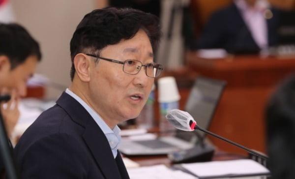박범계 민주당 의원이 윤희숙 통합당 의원의 부동산 정책 비판을 반박했다가 지역 폄하 논란에 휩싸였다. / 사진=연합뉴스