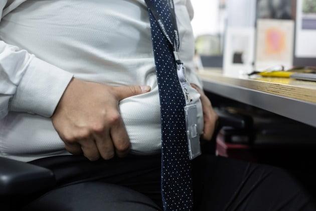 복부 비만이 있는 남성 일수록 전립선암 발병 위험이 높다는 연구 결과가 나왔다. [사진=게티이미지뱅크]