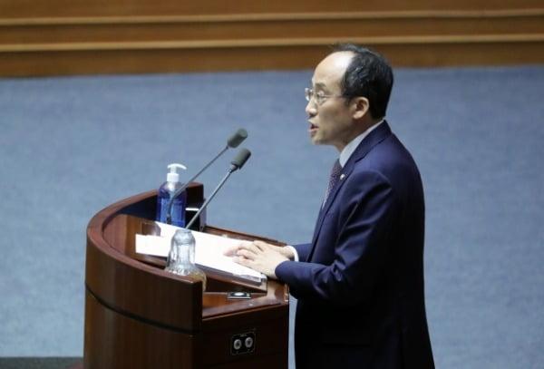 추경호 미래통합당 의원이 4일 오후 국회 본회의에서 토론하고 있다. /사진=연합뉴스
