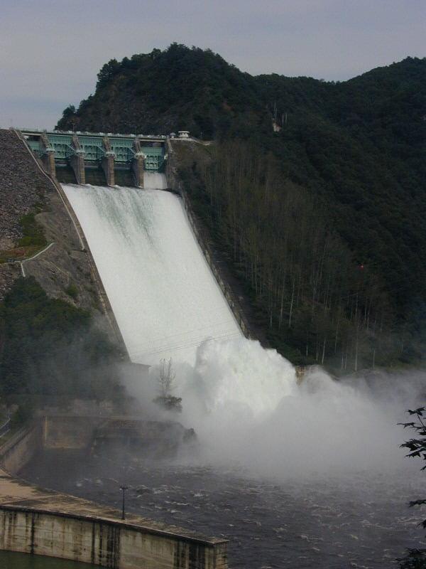2011년 소양강댐 방류 모습 [사진=춘천시 제공]
