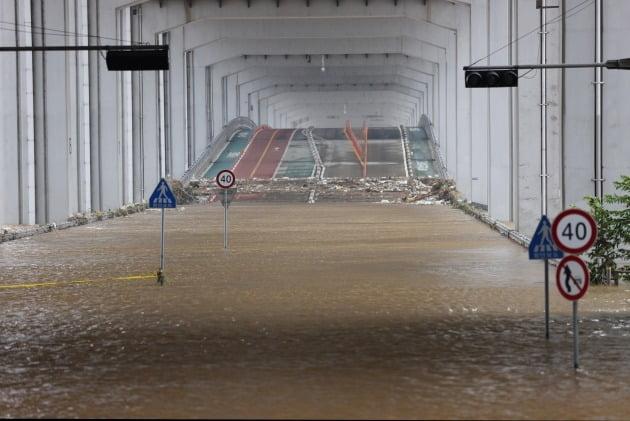불어난 물에 잠긴 한강 잠수교 [사진=연합뉴스]