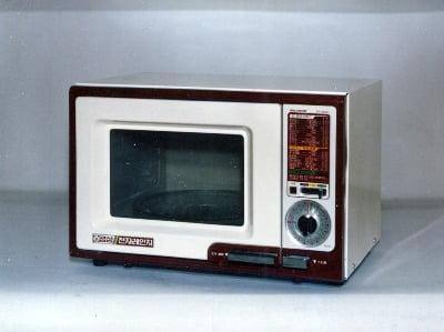 LG전자가 1981년 국내업계에서 처음 선보인 골드스타 전자레인지(ER-5000) 제품 사진