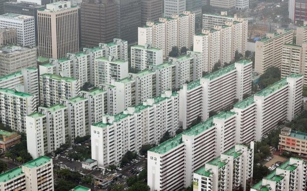 전문가들은 주택 구매가 어려워진 현실에 2030 세대가 자동차 구입으로 눈을 돌린 것이라고 말한다. (사진=연합뉴스)