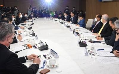 """""""한국에서 할 수 있는 게 없다""""…탈출 러쉬"""