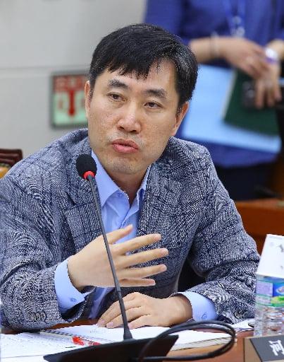 """하태경 """"김원웅, 좌파 친일몰이가 자기 파괴적이 되는 걸 보여줘"""""""
